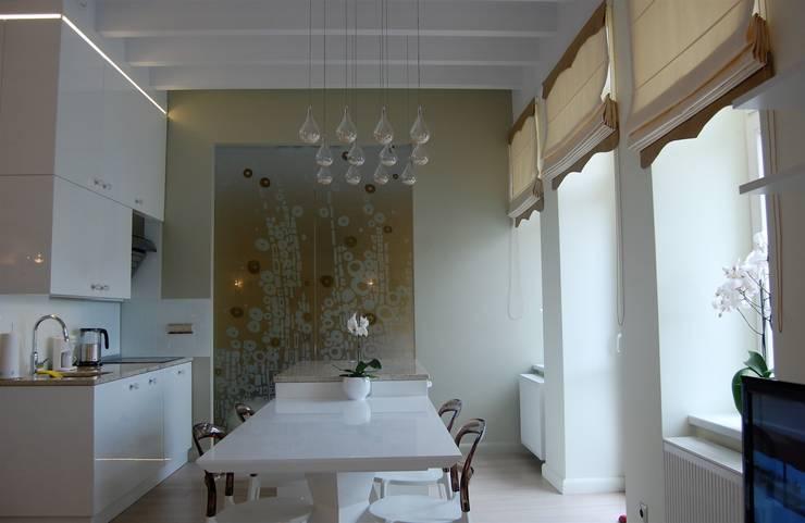 Apartament Cesarski: styl , w kategorii Ściany zaprojektowany przez Architektura Wnętrza