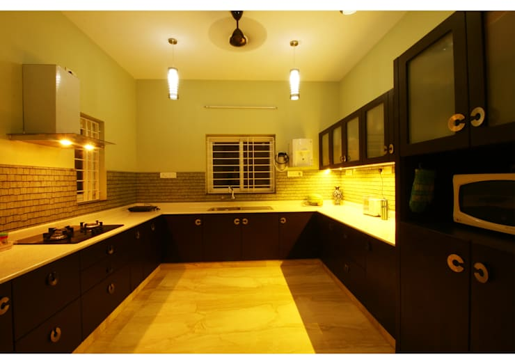 URBAN NEST:  Kitchen by Aadyam Design Studio