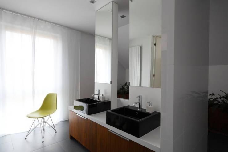 Innovative Simplicity: styl , w kategorii Łazienka zaprojektowany przez Fotograf wnetrz  Dymitr Kalasznikow
