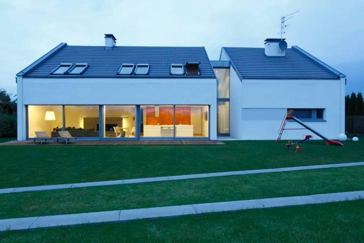 Innovative Simplicity: styl , w kategorii Domy zaprojektowany przez Fotograf wnetrz  Dymitr Kalasznikow