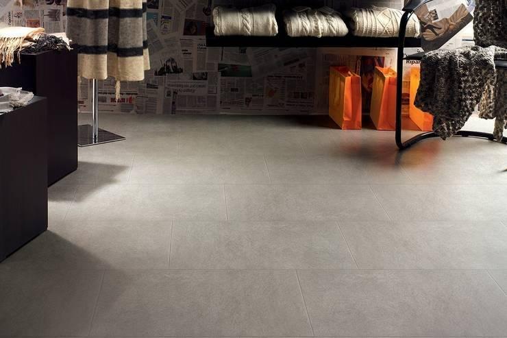 Gres porcellanato effetto moderno Geo 30,2x60,4: Pareti & Pavimenti in stile  di ItalianGres