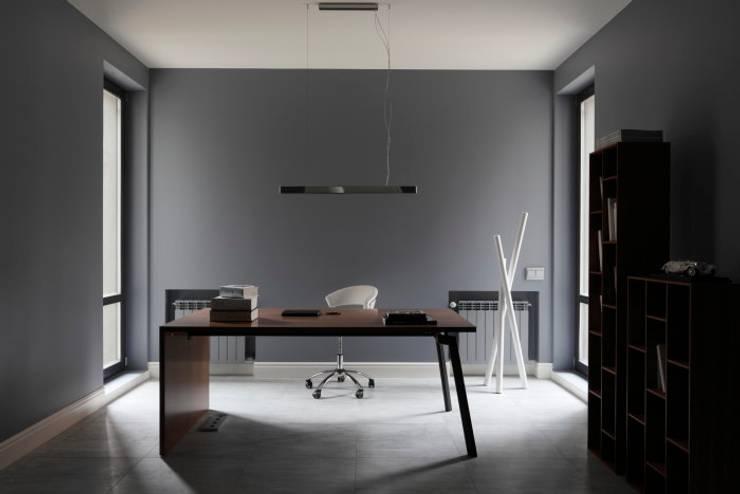 Elegant Laconism: styl , w kategorii Domowe biuro i gabinet zaprojektowany przez Fotograf wnetrz  Dymitr Kalasznikow