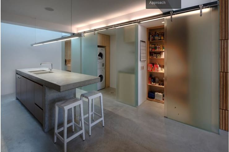 Photo by Brett Boardman: modern Kitchen by Sam Crawford Architects