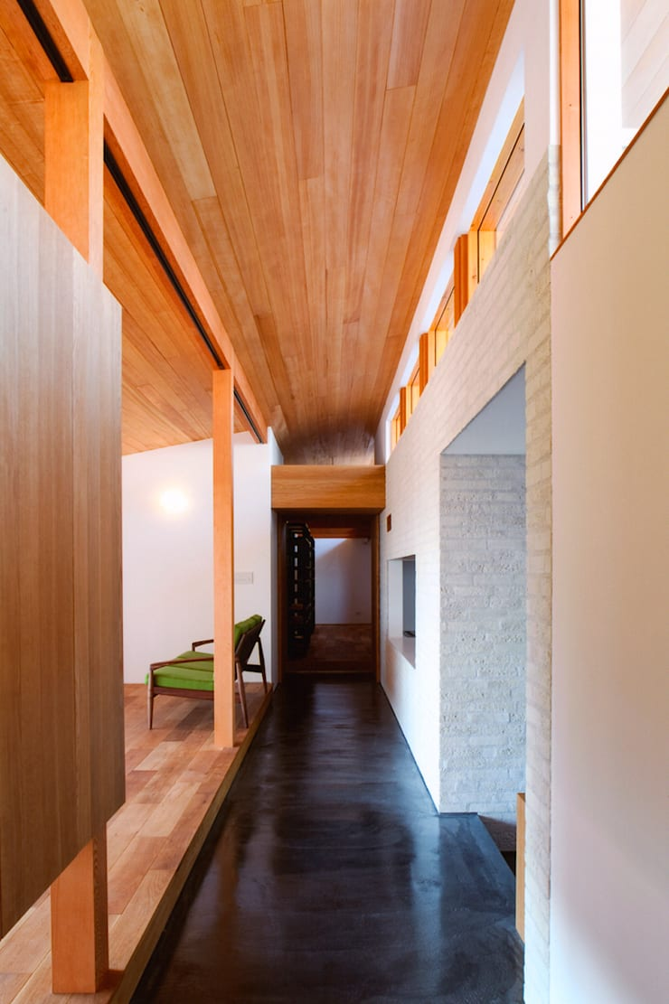 ナガヤネ: group-scoop architectural design studioが手掛けた廊下 & 玄関です。,北欧