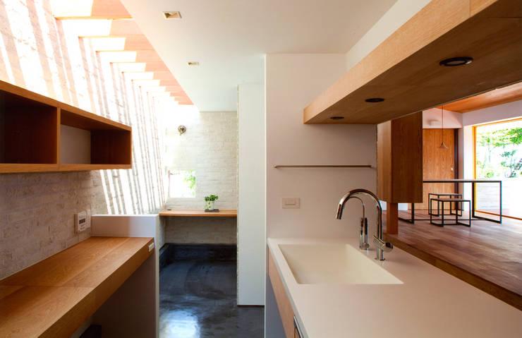 ナガヤネ: group-scoop architectural design studioが手掛けたキッチンです。