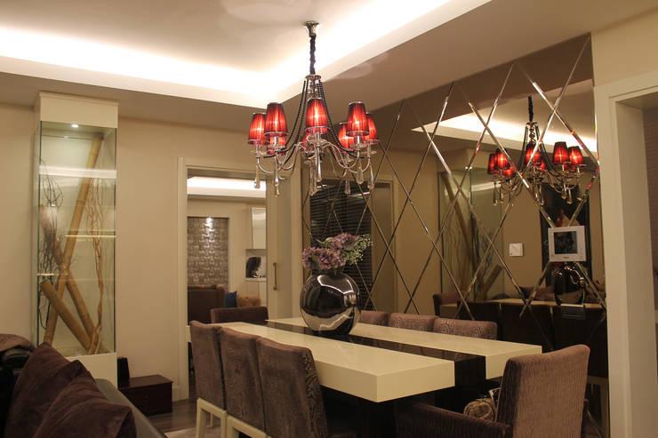Salas de jantar  por HEBART MİMARLIK DEKORASYON HZMT.LTD.ŞTİ.