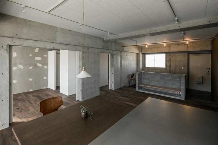 FU-PU 風布: group-scoop architectural design studioが手掛けたダイニングです。