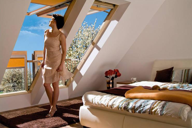 Fakro Pivot Çatı Pencereleri – Fakro Balkon Tipi Çatı Penceresi:  tarz , Kırsal/Country