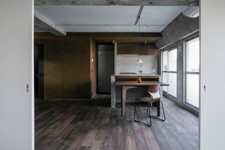 FU-PU 風布: group-scoop architectural design studioが手掛けたキッチンです。