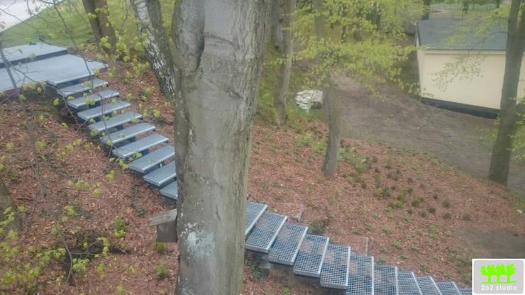 widok na skarpę oraz schody: styl , w kategorii  zaprojektowany przez 2o2 studio,Industrialny
