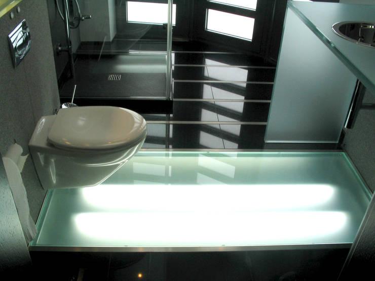 Rezydencja : styl , w kategorii Łazienka zaprojektowany przez MAŁECCY biuro projektowe