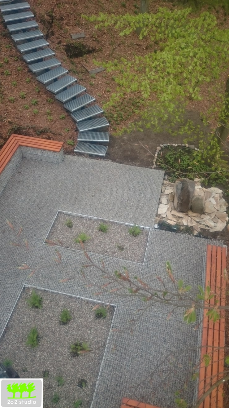 widok z góry na miejsce do siedzenia z elementem wodnym: styl , w kategorii  zaprojektowany przez 2o2 studio,Industrialny