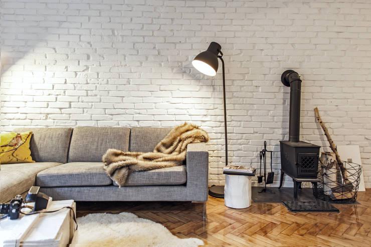 Salon - ściana z cegły: styl , w kategorii Salon zaprojektowany przez DoMilimetra