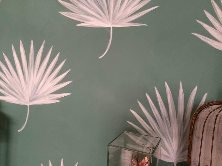 Foglie di palma: Casa in stile  di RobinArtStudio