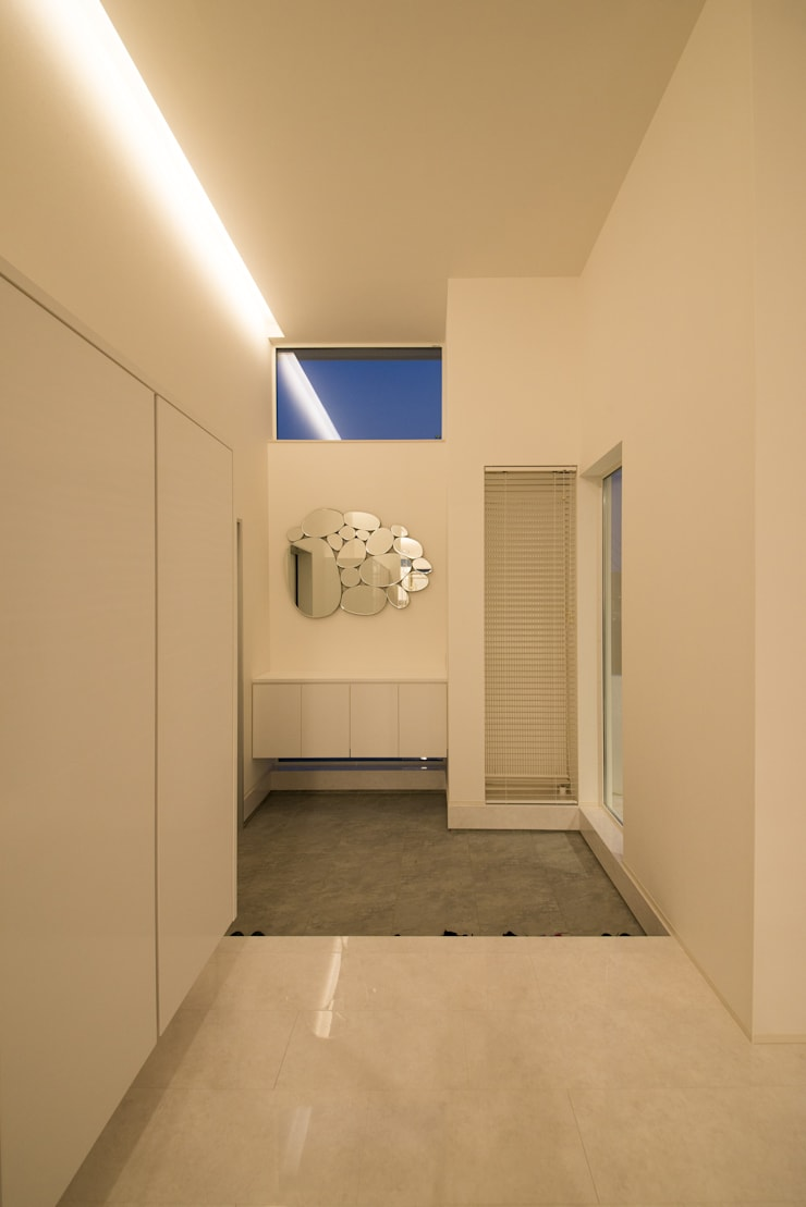W-home: アートオブライフが手掛けた廊下 & 玄関です。