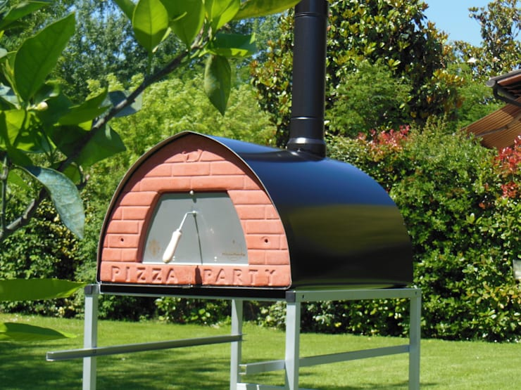 Wood fired oven Pizzone ready to use: Gastronomia in stile  di Pizza Party