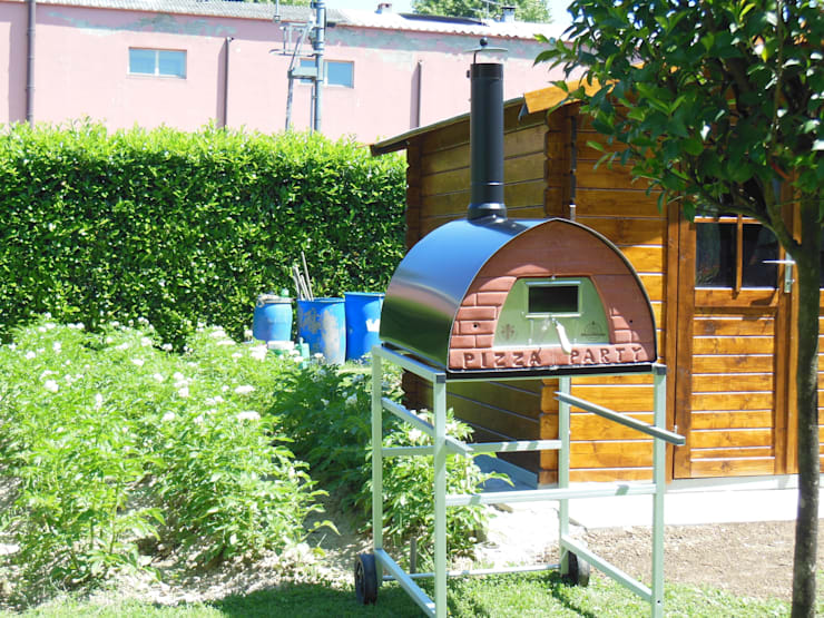 Forno Pizza Party Pizzone: il forno a legna da 4 pizze - Utilizza il tuo nuovo forno a legna per pizza arrosti pane e dolci: Giardino in stile  di Pizza Party