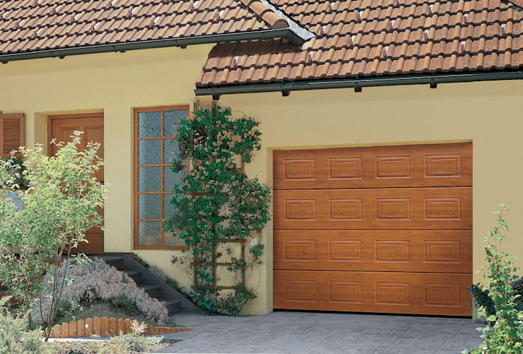 Garajes de estilo  por The Garage Door Centre Limited