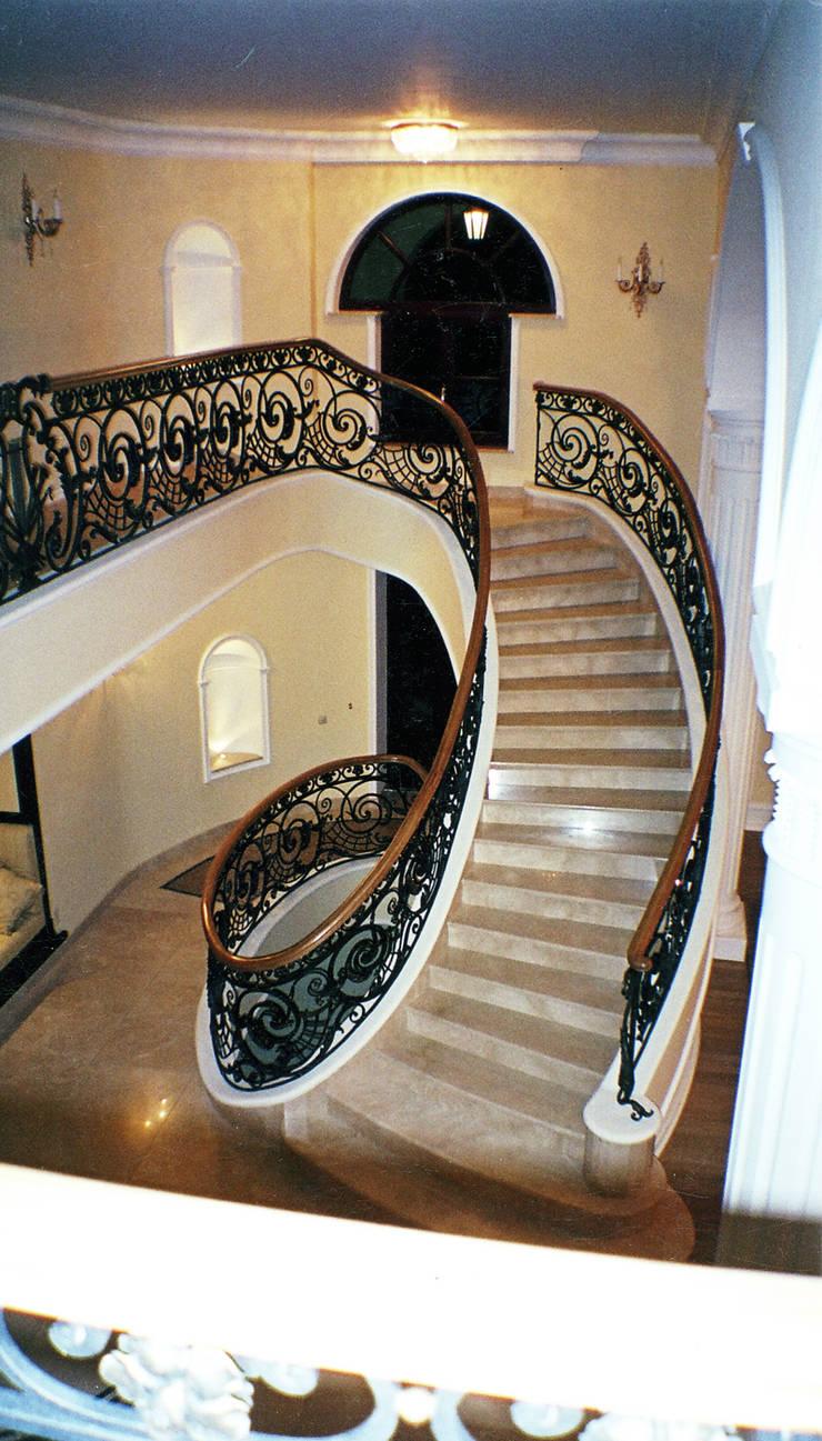 schody wewnętrzne: styl , w kategorii Korytarz, przedpokój zaprojektowany przez JOL-wnętrza,
