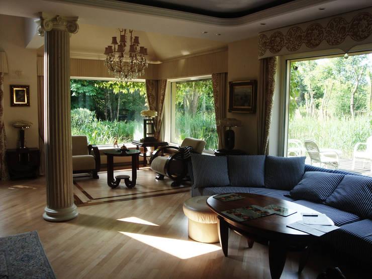 classic Living room by JOL-wnętrza