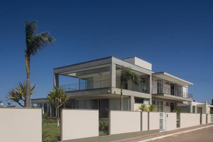 Casa CSP: Casas  por PJV Arquitetura,
