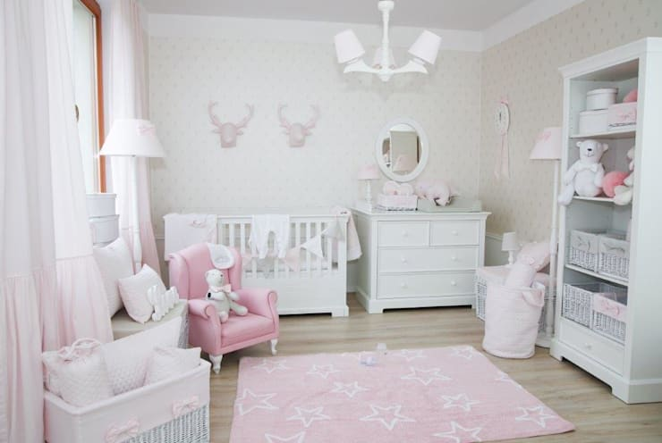 classic Nursery/kid's room by Caramella