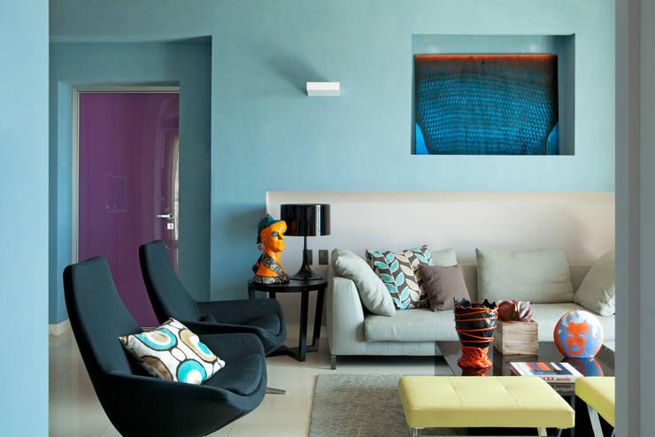 Living room by PDV studio di progettazione