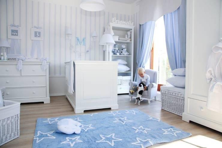 Klasyczny błękit w pokoju chłopca: styl , w kategorii  zaprojektowany przez Caramella,Klasyczny