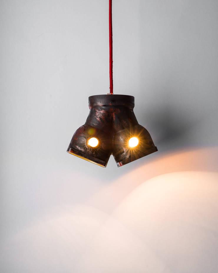 DI 06: styl , w kategorii Domowe biuro i gabinet zaprojektowany przez Firelamps