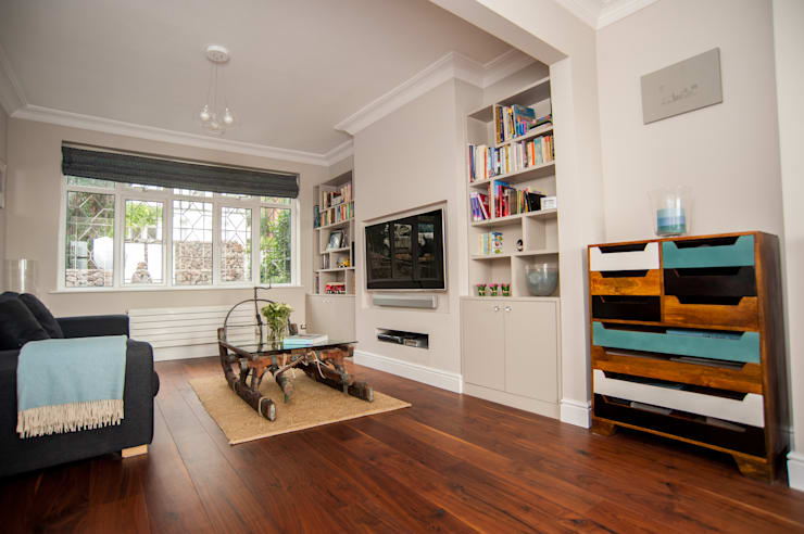 Family home, Leigh-on-Sea, Essex:  Living room by La Vista Designed Interiors