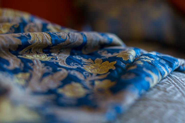 ИНТЕРЬЕР В СТИЛЕ КАНТРИ: Спальни в . Автор – Студия интерьерного декора PROSTRANSTVO U