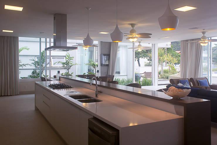 Casa CSP: Cozinhas  por PJV Arquitetura