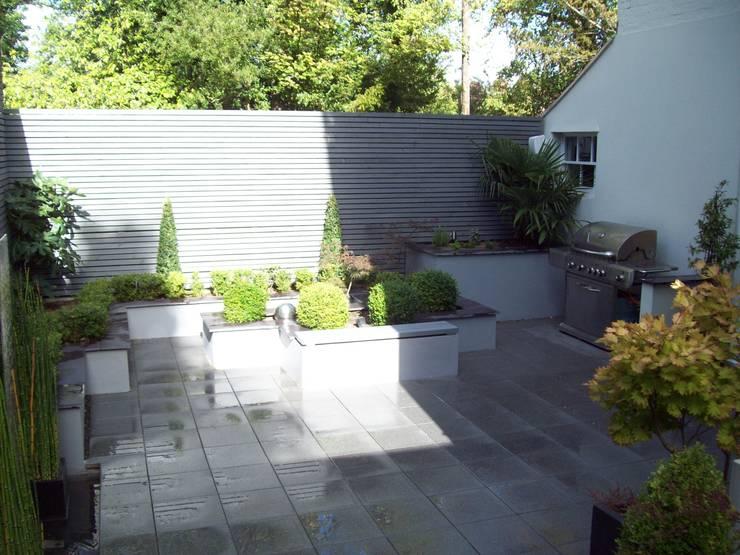 Courtyard Garden:  Garden by Unique Landscapes