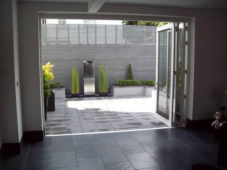 modern Garden by Unique Landscapes