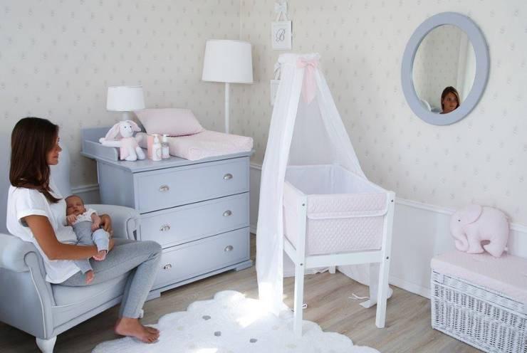 Ponadczasowa szarość: styl , w kategorii Pokój dziecięcy zaprojektowany przez Caramella