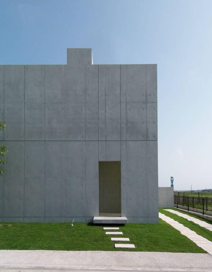 RC BOX House: 株式会社アルフデザインが手掛けた家です。,モダン