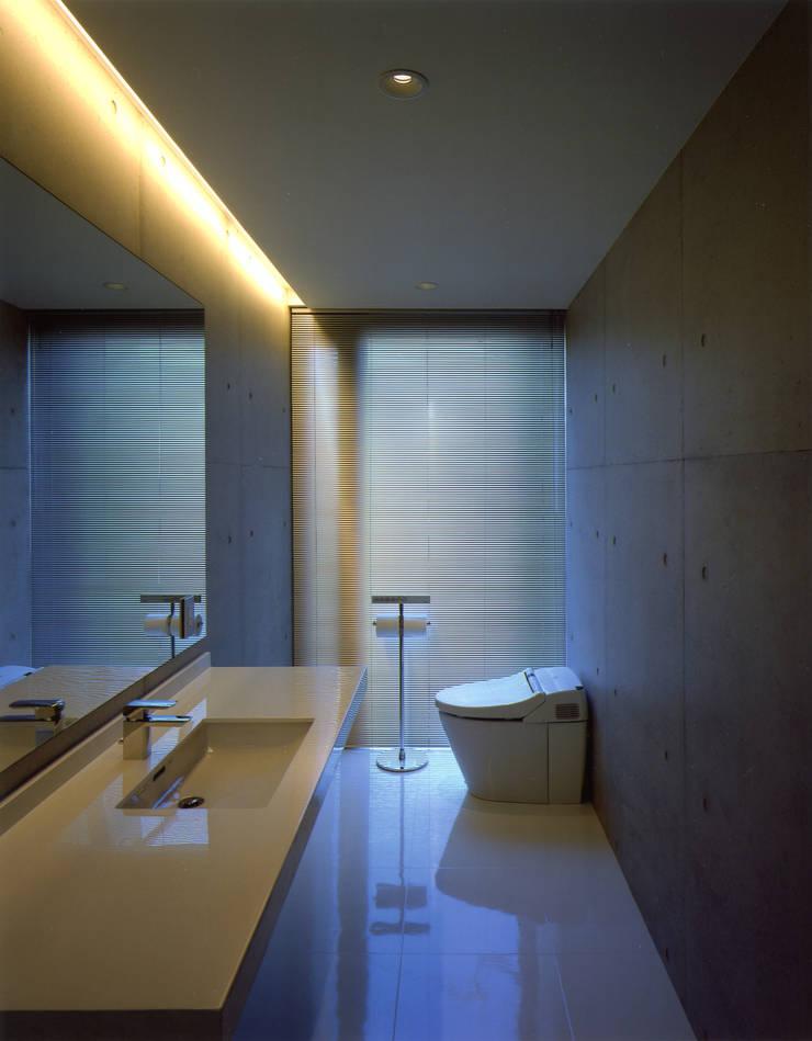 洗面トイレ: 株式会社アルフデザインが手掛けた浴室です。,モダン