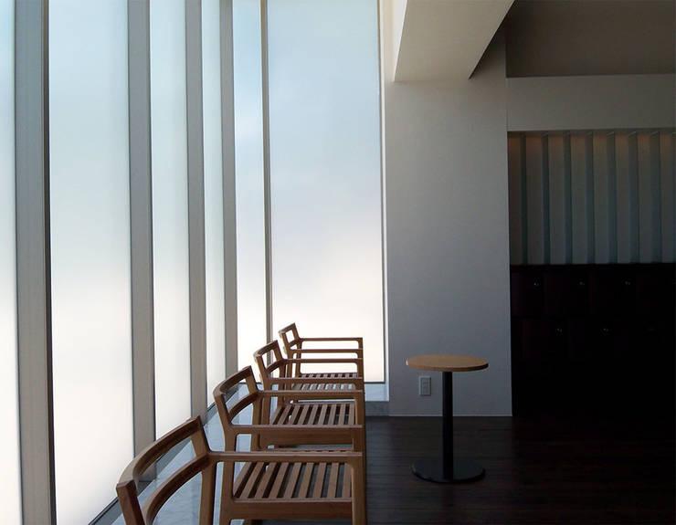 内部の椅子: 株式会社アルフデザインが手掛けた会議・展示施設です。