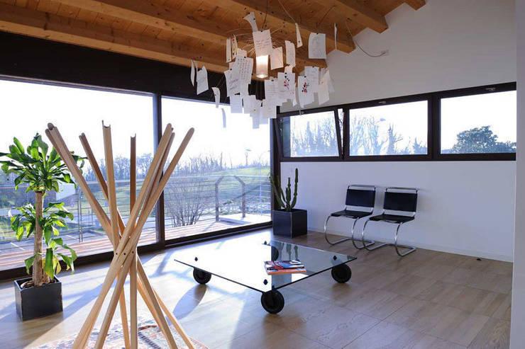 Residenza alle pendici del Grappa: Studio in stile  di Ing. Adriano Filippin