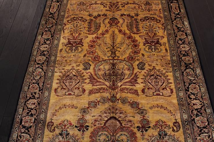 Ghom Silk Rug - dywan jedwabny tkany ręcznie w Iranie: styl , w kategorii Salon zaprojektowany przez Sarmatia Trading