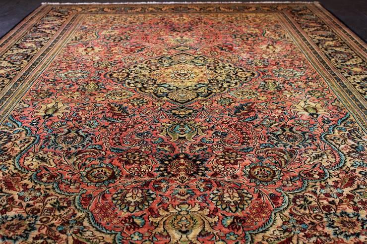 Ghom Antique - dywan jedwabny tkany ręcznie w Iranie; zbliżenie na pole środkowe / Sprzedany: styl , w kategorii Salon zaprojektowany przez Sarmatia Trading