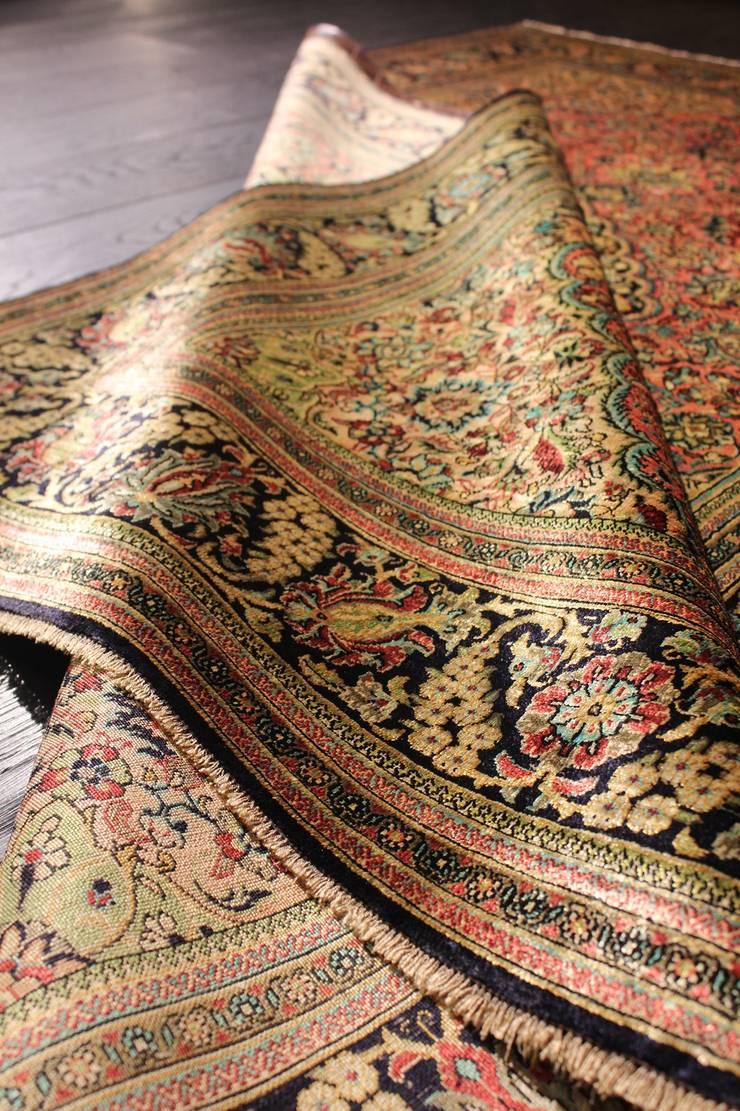 Ghom Antique - dywan jedwabny tkany ręcznie w Iranie; na zdjęciu widoczny połysk runa / Sprzedany: styl , w kategorii Sypialnia zaprojektowany przez Sarmatia Trading