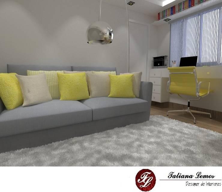 Sala Multiuso: Sala de estar  por Tatinteriores