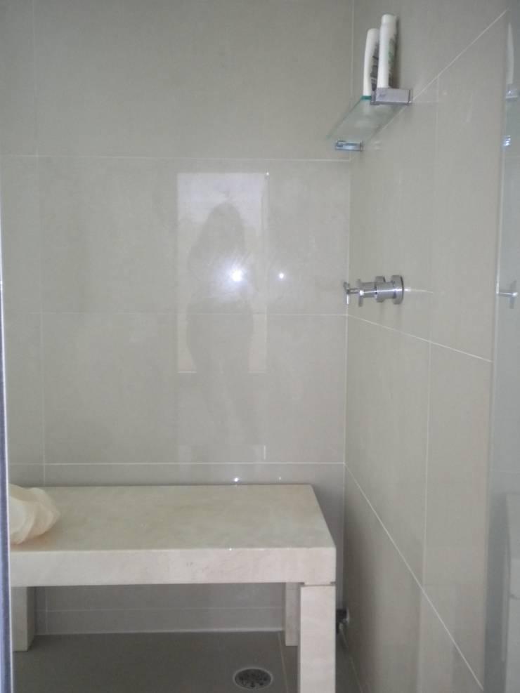 Projeto: Banheiros  por Escritório de Arquitetura Silvia Dias