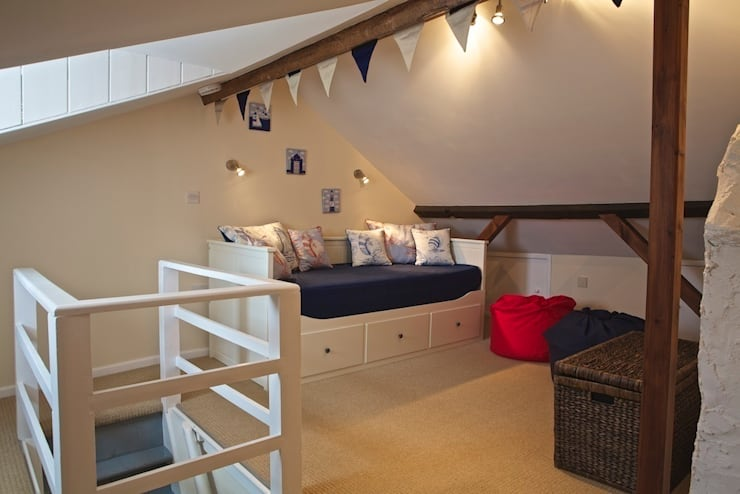Salcombe Holiday Cottage:  Nursery/kid's room by Dupere Interior Design