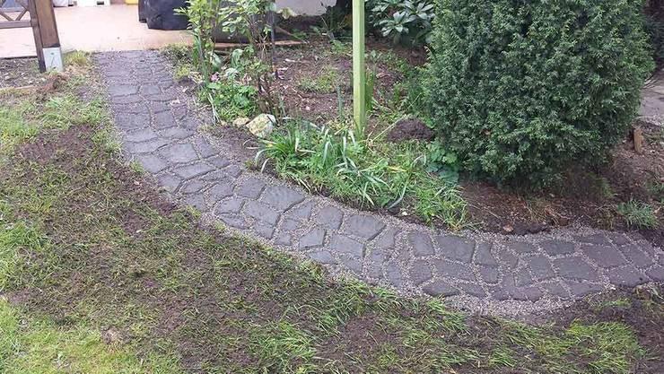 Anlegen eines Gartenweges in Natursteinoptik:  Garten von arcotec  Haus und Garten