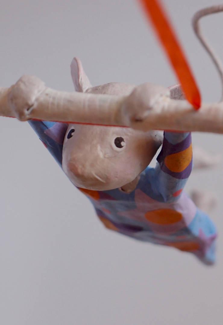 """Mobile petite souris trapéziste """"Jolie Zélie"""" (détail): Art de style  par FraNbulle"""