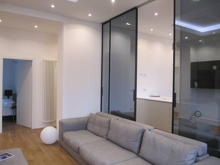 Progetto appartamento in Milano - 2015: Soggiorno in stile in stile Moderno di Cozzi Arch. Mauro