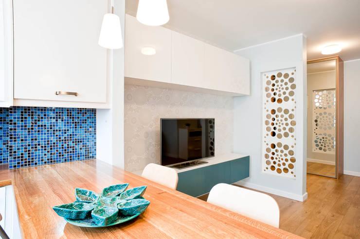 mieszkanie w Gdyni: styl , w kategorii  zaprojektowany przez Autorska Pracownia Projektowa Joanna Gostkowska-Białek