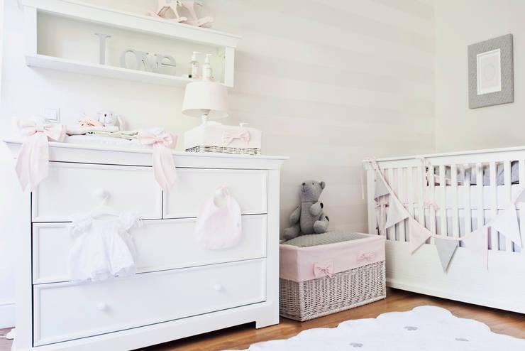 Habitaciones infantiles de estilo  de Caramella